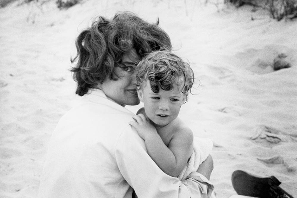 Jacqueline Kennedy and Caroline in Hyannis, photographed by Mark Shaw